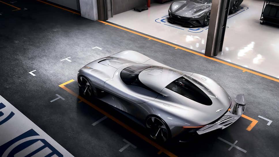 Несмотря на то что у автопроизводителей появилась возможность создать концепт, поместив его в любую виртуальную среду – хоть в гоночный паддок, хоть в природный заповедник, одним лишь «экранным временем» дело часто не ограничивается. В большинстве случаев плоды виртуальных трудов получают реальное воплощение, которое можно пощупать руками в рамках того или иного мероприятия, как это случилось с электрическим концептом Jaguar Vision Gran Turismo Coupe, который был представлен в конце октября в токийском центре Future Expo Mega Web.