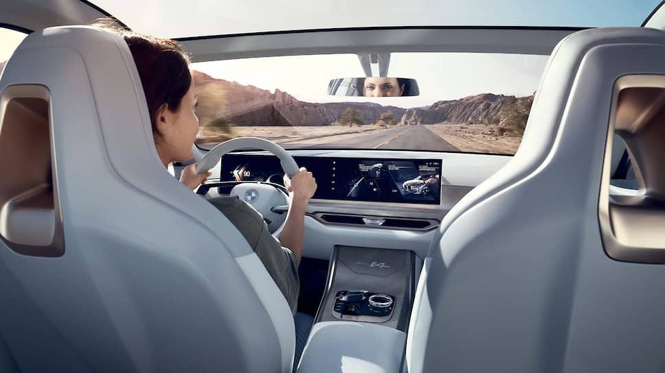 Полностью электрическая установка BMW i4 Concept выдает 530 л.с. К примеру, такую же отдачу имеют современные 4,4-литровые бензиновые «восьмерки», которыми комплектуют флагманов баварской марки, вроде седана 7-Series и кроссовера X7.