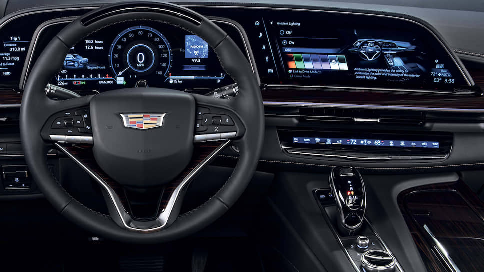 Впервые в истории модель Escalade предлагается с доступным в качестве опции 3,0-литровым турбированным дизельным двигателем, который создает высокий крутящий момент во всем диапазоне мощности для максимальной уверенности на дороге и превосходного буксировочного усилия. По показателям максимального крутящего момента в 623 Нм он соответствует 6,2-литровому двигателю V8.