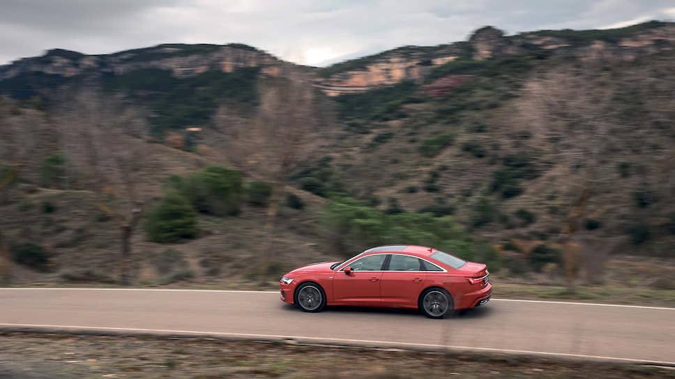 В пакет «Путешествие» входят ассистенты аварийной остановки, поворота и адаптивный круиз-контроль, который сочетается с функцией удержания автомобиля в полосе и ассистентом движения в пробке. В пакет включены также ассистент переключения дальнего света и системы безопасности Audi pre sense basic и Audi pre sense front.