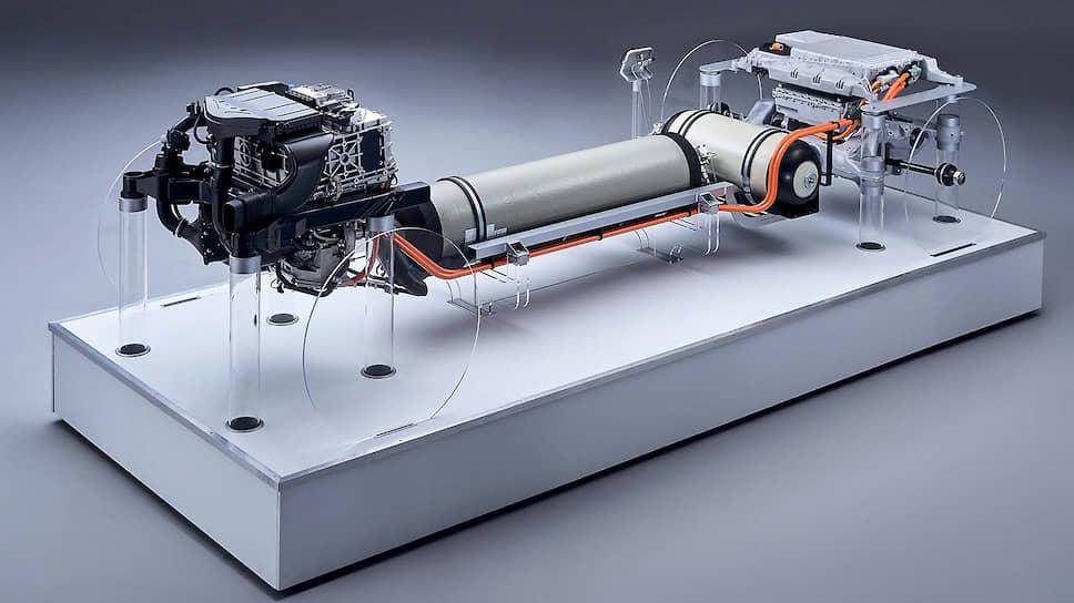 BMW Group работает над развитием водородных силовых установок совместно с Toyota Motor Corporation с 2013 года. Напомним, с 2014 года Toyota выпускается серийный водородный гибридный седан Mirai.