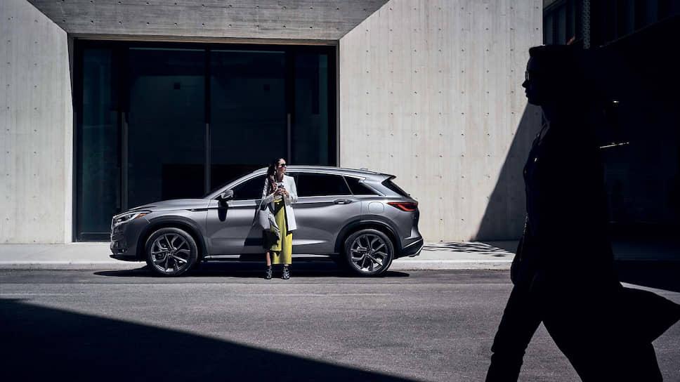 Бренд Infiniti был, напомним, задуман компанией Nissan в 1989 году для продаж улучшенных моделей в Америке. Началось с премьеры седана. Сейчас в гамме доминируют кроссоверы. Но после явления концепта Q Inspiration вновь ждем флагманский седан.