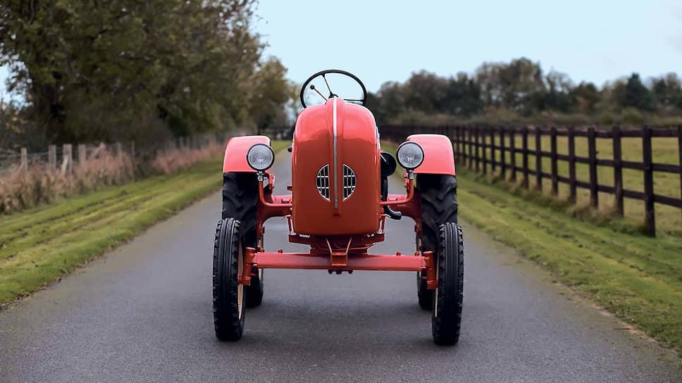Модельный ряд продукции Porsche-Diesel Motorenbau GmbH делился по числу цилиндров в двигателе: одноцилиндровые трактора носили имя Junior на капоте, двухцилиндровые именовались словом Standard, трехцилиндровые были уже Super, а четырехцилиндровые гордо звались Master.