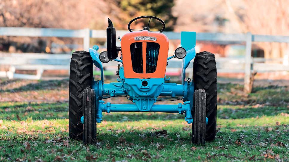Оранжево-голубой Lamborghini 2241R в 2018 году ушел с торгов за 31900 долларов. Это немногим меньше, чем аукционная цена на Porsche-Diesel, но у тракторов Lamborghini есть другие плюсы: во-первых, они попадаются на торгах гораздо реже, а во-вторых, их цветовая гамма намного шире.