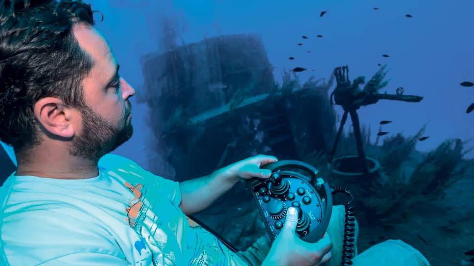 Управлять Nemo может не только специалист, но и любой, кто захочет этому научиться. Благодаря уникальному пульту Manta контроль за судном интуитивно понятен.