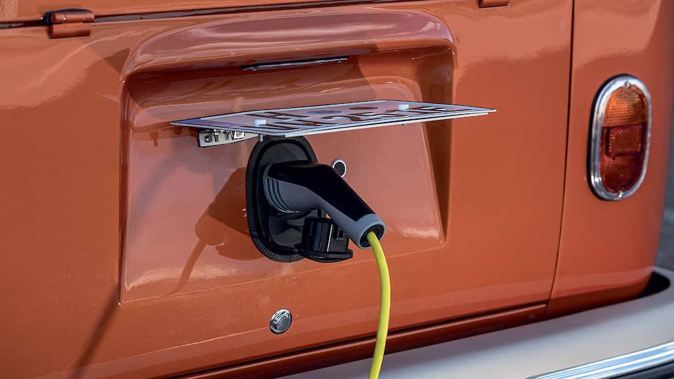 Марка Volkswagen Nutzfahrzeuge уже выпускала электрический Transporter в далеком 1972 году на базе T2. Поэтому e-Bulli стал промежуточным звеном между электрическим фургоном семидесятых и моделью ID Buzz, начало производства которой запланировано на 2022 год.
