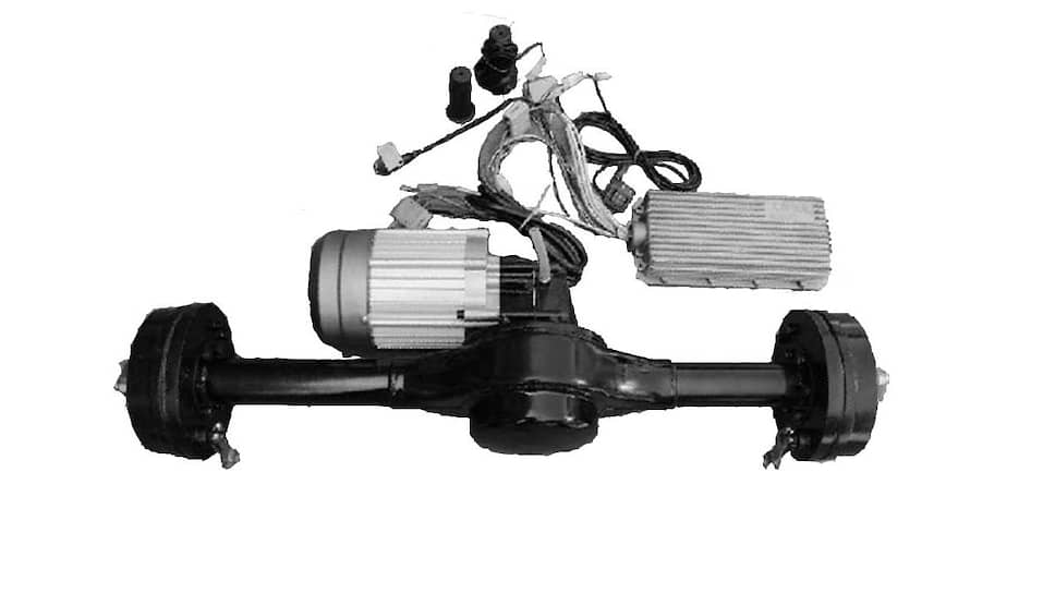 К недостаткам асинхронных моторов можно отнести и то, что они требуют наличия массивной оси, при помощи которой мощность будет передаваться на ведущие колеса.