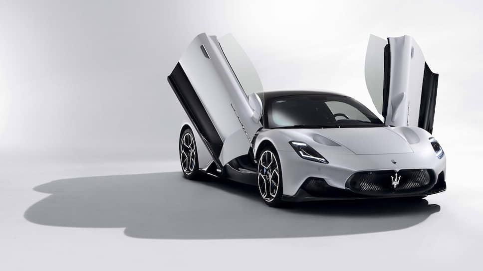 Электроверсия будет обеспечивать немалый запас хода в 380 километров, развивать максимальную скорость более 310 км/ч и разгоняться с места до 100 км/ч за 2,8 секунды. Это окажется возможным в том числе благодаря впечатляющей аэродинамике, прорабатывать которую помогала известная в мире автоспорта фирма Dallara.