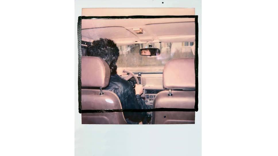 Виктор Цой. Поляроид картины «Дорога». 1990. Фотодокументация В. Цоя