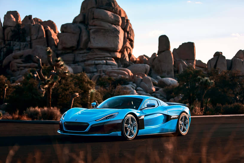 Concept_Two доступен к заказу в Москве по цене почти в 162 млн рублей. Автомобиль оснащен встроенным инструктором по гоночному вождению, подсказывающим наиболее эффективную траекторию и точки разгона/торможения в реальном времени для мировых гоночных треков.