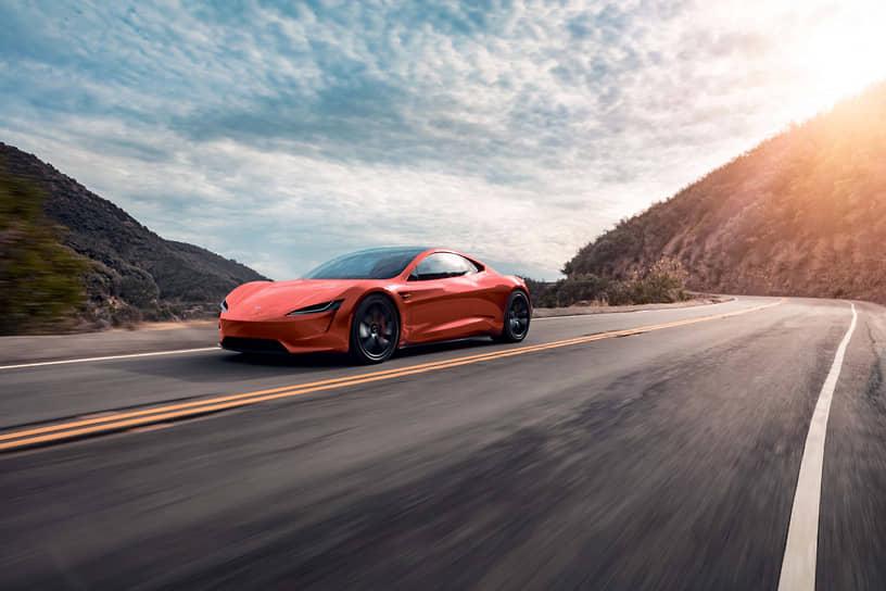 Запас хода Tesla Model S на одной зарядке колеблется в зависимости от температуры наружного воздуха. Если летом при движении по американскому хайвею он может доходить до 450 км, то с понижением температуры до зимних российских значений емкость батареи автомобиля сильно уменьшается и запас хода может снизиться до 200 км и даже меньше.