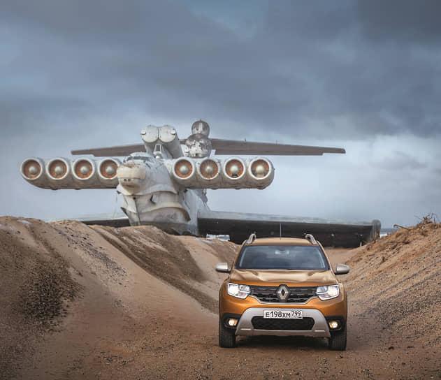 Renault Duster предлагает линейку оригинальных опций и аксессуаров. В частности, сюда входит дополнительная изоляция моторного отсека, защита решетки радиатора, дефлекторы на окна, а также антенна «акулий плавник». Помимо этого, можно заказать фирменные коврики, декоративные накладки на пороги и даже бокс на крышу с нагрузкой до 80 кг.