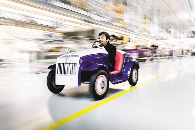 Справедливости ради, надо сказать, что постройка детского электромобиля для госпиталя – не оригинальная идея Hyundai. В 2017 году похожий проект был у марки Rolls-Royce.