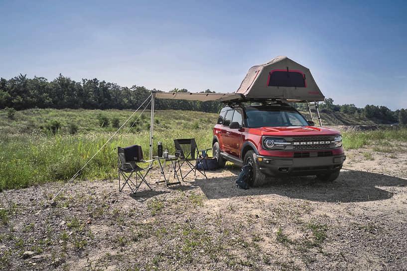 Двигатели у Ford Bronco бензиновые. Четырехцилиндровый турбированный EcoBoost 2.3 (273 л.с., 420 Нм) может идти в паре с семиступенчатой «механикой» или десятиступенчатым «автоматом». V6 EcoBoost 2.7 (314 л.с., 542 Нм) комплектуется исключительно десятиступенчатой АКПП.