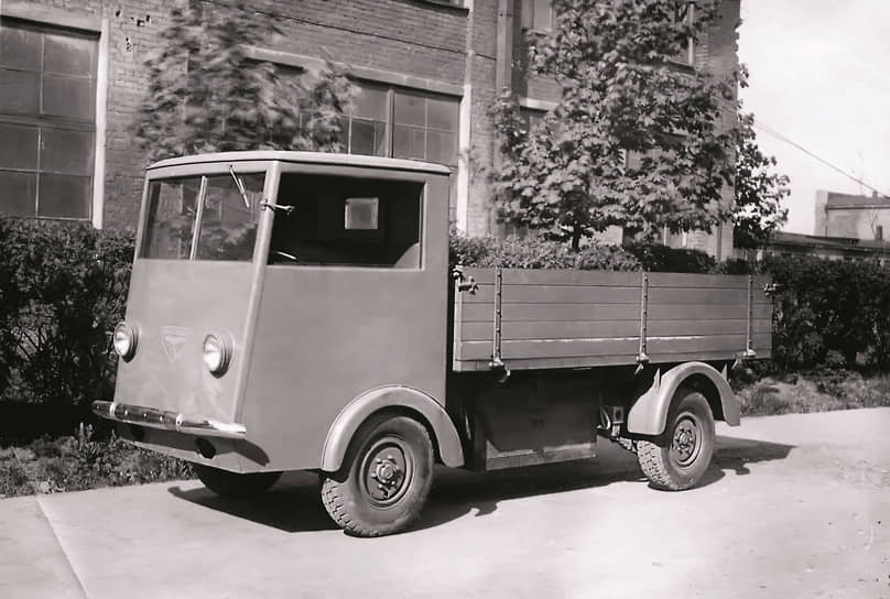Bleichert EL-1800 мог перевозить 1,75 тонны, его приводили в движение два электродвигателя мощностью по 4,5 л.с. каждый, а питала батарея емкостью 300 ампер-часов. Весил грузовик 2300 кг, а с грузом – 4050 кг.