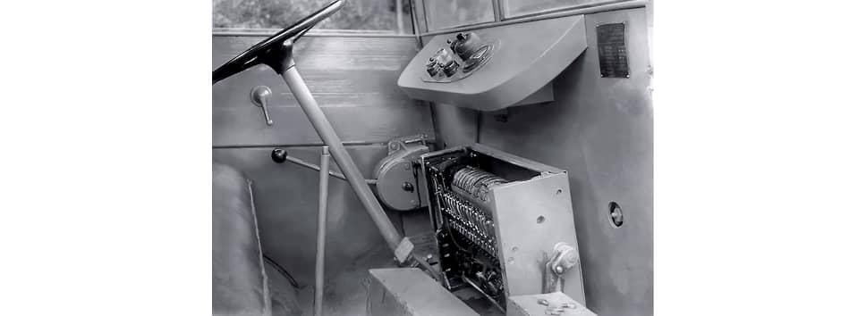 В отчете отмечено, что при переключении рычага контроллера у Bleichert EL-1800 требуется «значительное усилие при переводе со ступени на ступень». Всего же у грузовика было четыре передачи вперед и три назад