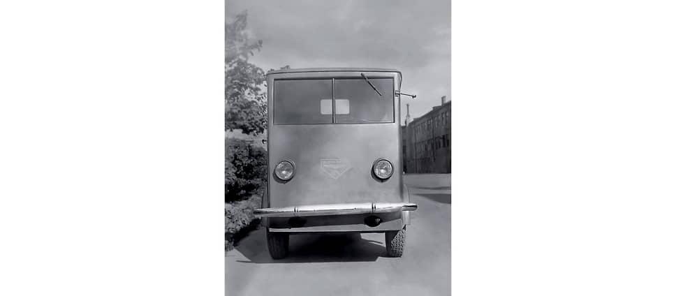 Bleichert EL-1800 отличала немецкая экономность: дверь была только с пассажирской стороны, а для водителя считалась излишеством. Интересно, что в отчете об испытаниях электромобилей в НАМИ это никак не отражено.