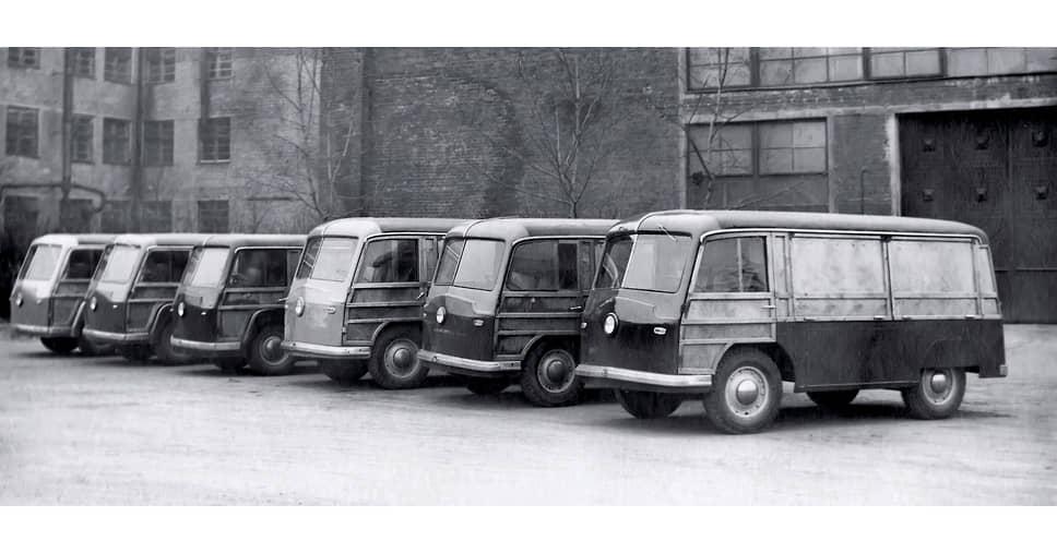 НАМИ в 1948 году изготовил 6 экземпляров электромобилей для проведения испытаний, еще 20 сделал Львовский автосборочный завод для работы на почте в Москве и Ленинграде – итого 26. До наших дней не сохранился ни один из НАМИ-750 или НАМИ-751.
