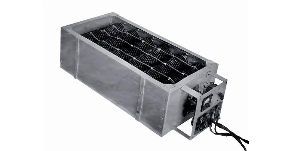 Для возможности подзарядки от городской электрической сети во время стоянки под погрузкой в двух электромобилях НАМИ-750 установили выпрямитель, которым во время испытаний пользовались и для зарядки в ночное время.