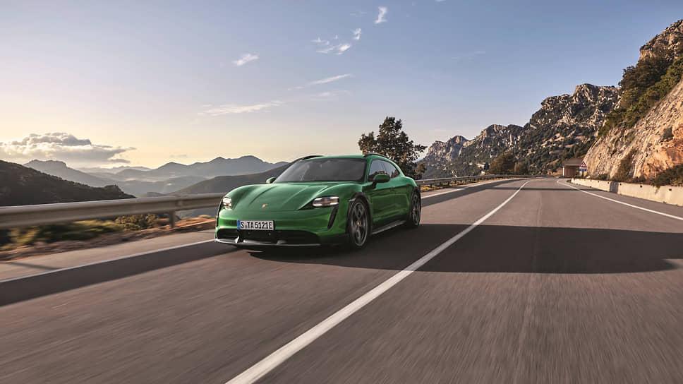 Навыки передвижения по грунту у компании Porsche есть с давних времен. В том числе благодаря опыту выпуска колесных тракторов.