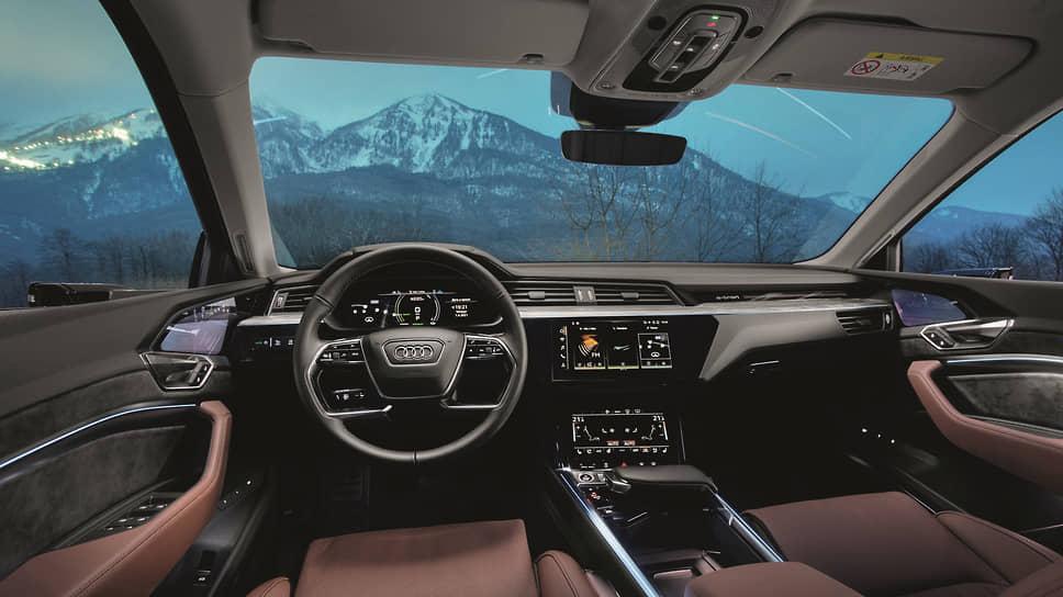 В качестве опции на передних сиденьях возможны вентиляция и массаж. Не забывайте только поглядывать на уровень заряда батареи.