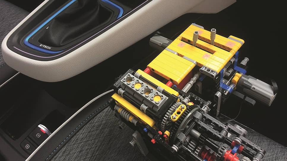 «Коробка» из Lego и кулиса настоящей «коробки». Практически один в один.