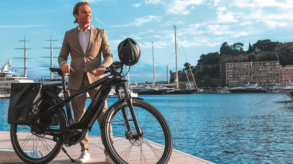 «Я считаю, что электрические велосипеды – это часть решения для устойчивого будущего Земли. Вот почему я горжусь тем, что объединился с Bianchi и их инновационным проектом e-Omnia, которые помогают людям в повседневной жизни передвигаться более разумно, удовлетворяя любые их потребности в передвижении: город, пересеченная местность или горы», – написал в своем инстаграме Нико Росберг, амбассадор Bianchi.