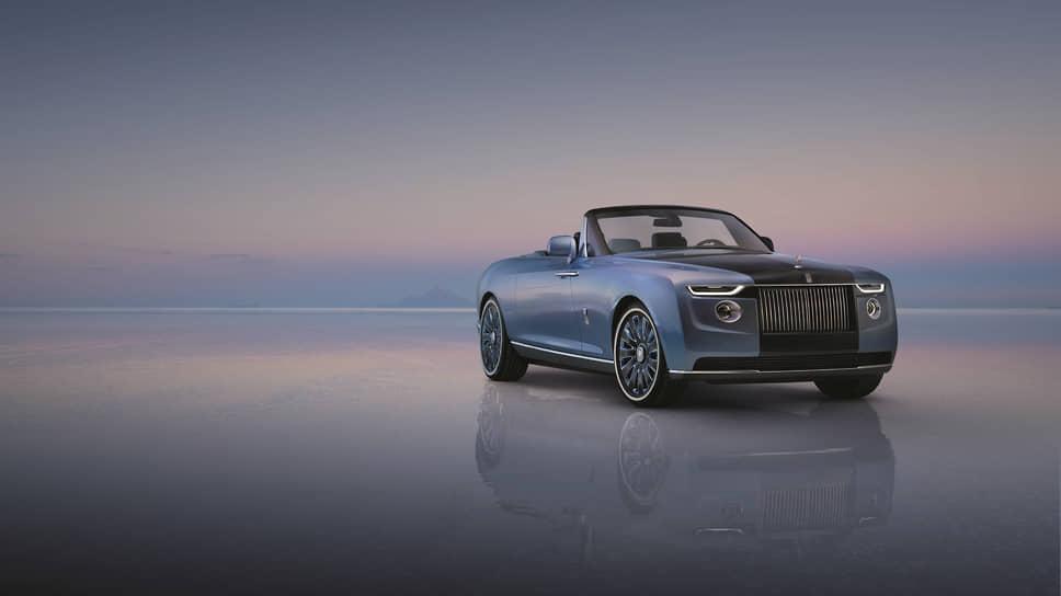 Для автомобиля подобран сложный, насыщенный оттенок: в тени цвет морской волны с отливом смотрится сдержанно, а при солнечном свете проступает сияние металлических и хрустальных частичек.