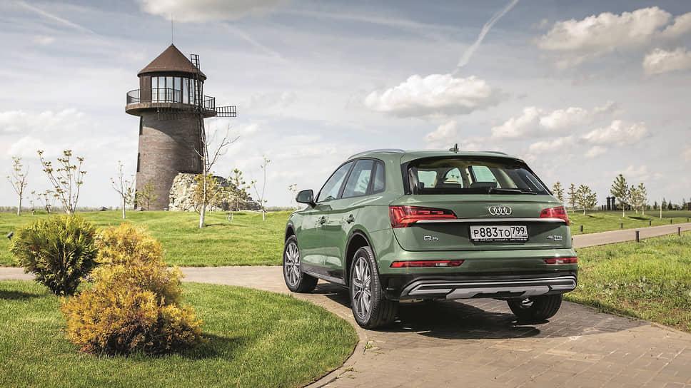 Audi Q5 с дизельным мотором комплектуется коробкой S-tronic, это собственная версия механической коробки с автоматизированным управлением разработки Audi, а вот бензиновый двигатель сочетается с классическим «автоматом» tiptronic.