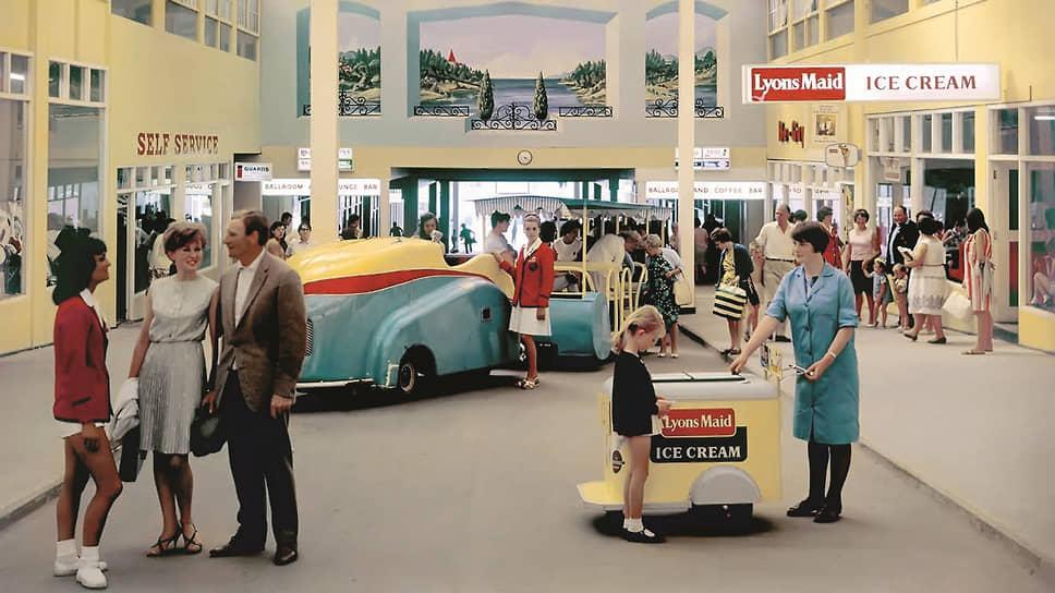Эдмунд Негеле, Центр отдыха «Батлинс Барри-Айленд». Центральная галерея. 1967–1972 © John Hinde Archive