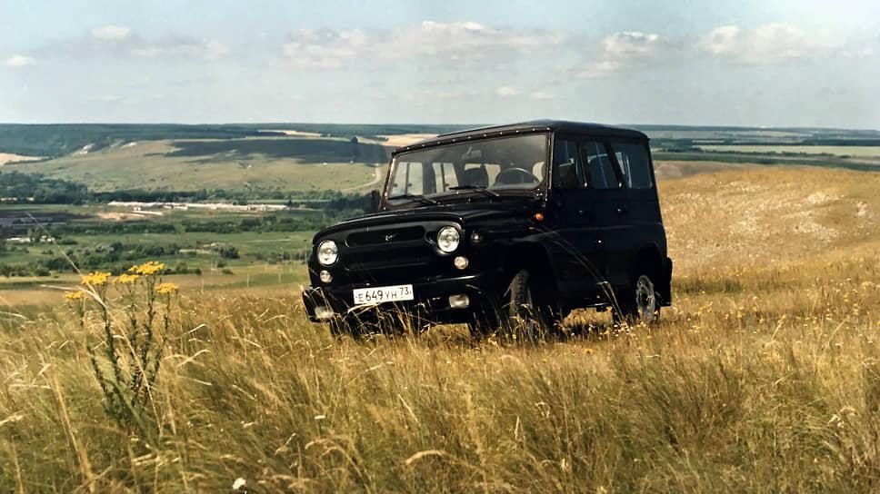 Рожденные в СССР запомнили УАЗ-архетип прежде всего военным, милицейским и председательским. Сегодня версии UAZ Hunter благополучно подаются имиджевыми. Так англичане подавали Land Rover Defender
