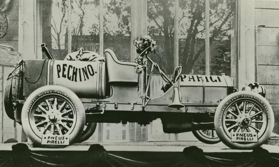 Автомобиль «Itala», выставленный перед редакцией газеты «Le Matin», 1907 г., предоставлено Fondazione Pirelli