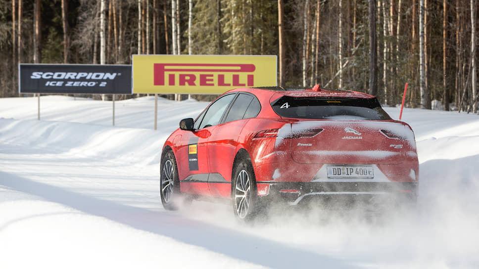 Рисунок протектора у обеих новинок зимней линейки Pirell, Ice Zero 2 и Scorpion Ice Zero 2, одинаковый. Но вторая модель получила усиленную внутреннюю конструкцию, которая позволяет этим шинам выдерживать высокие нагрузки, характерные для SUV.