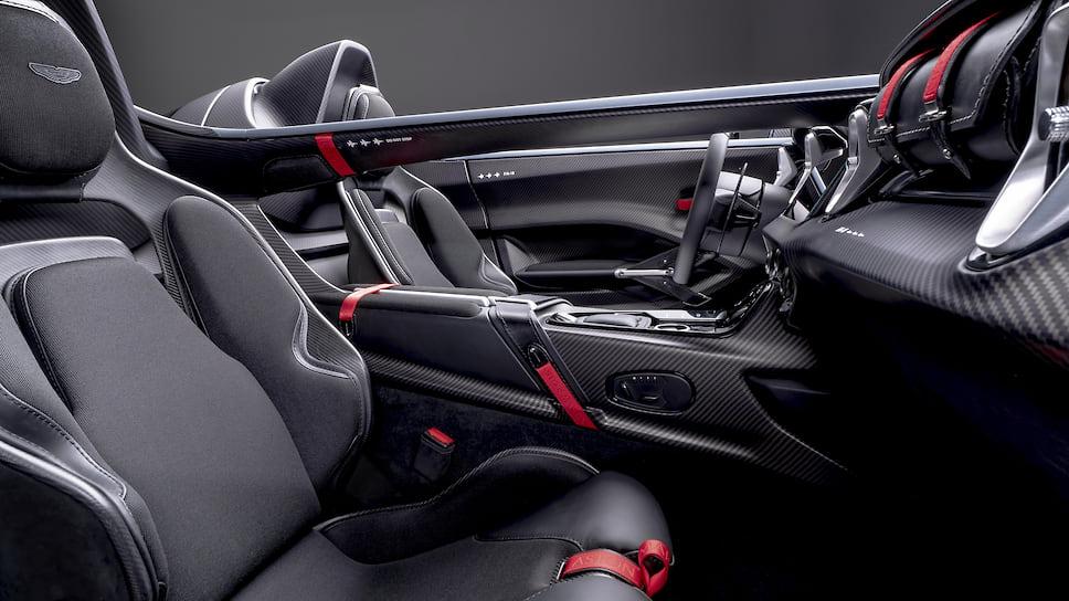 "Картинки по запросу ""Aston Martin V12 Speedster 2021 салон"""