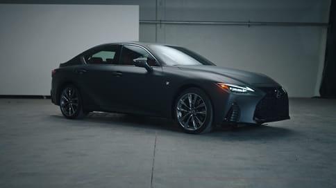 Lexus оснастил седан IS проигрывателем виниловых пластинок