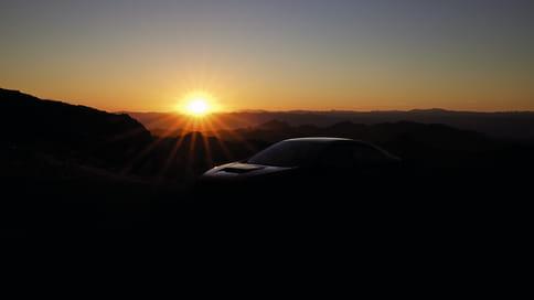 Subaru показала тизер нового седана WRX