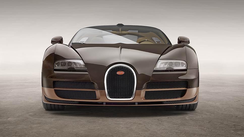 В разработке Bugatti Veyron принимали участие Фабрицио Джуджаро из ItalDesign Giugiaro и Хартмут Варкусс из дизайн-центра Volkswagen в Вольфсбурге