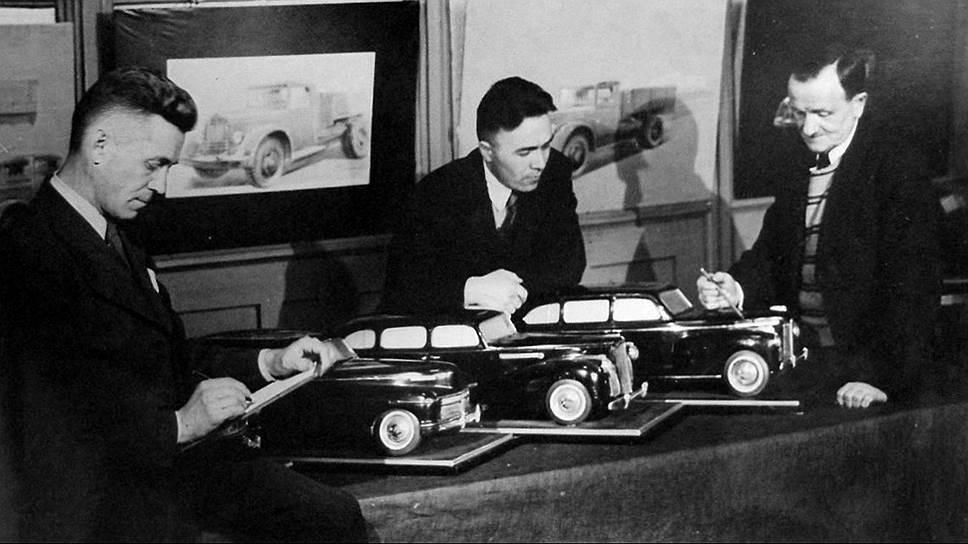 Работы над созданием нового советского лимузина ЗИС-110 свелись к копированию американского «Паккарда»