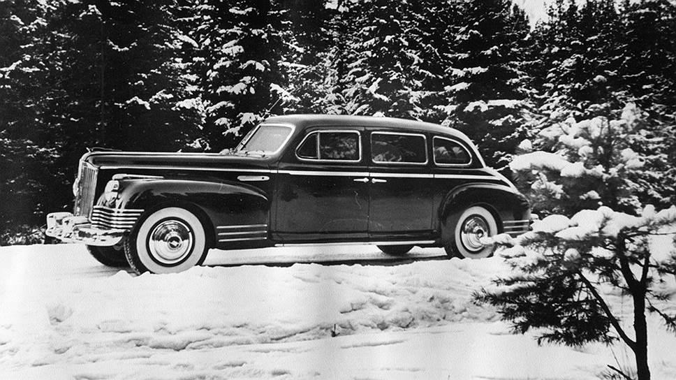 Для альбома специально сделали красивую и почти художественную  фотосъемку черного ЗИС-110С на фоне белого снега