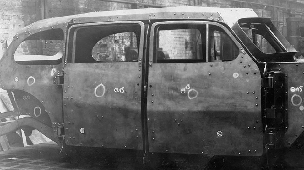 Бронекорпус ЗИС-110СО с дверьми после обязательного отстрела на полигоне завода имени Орджоникидзе