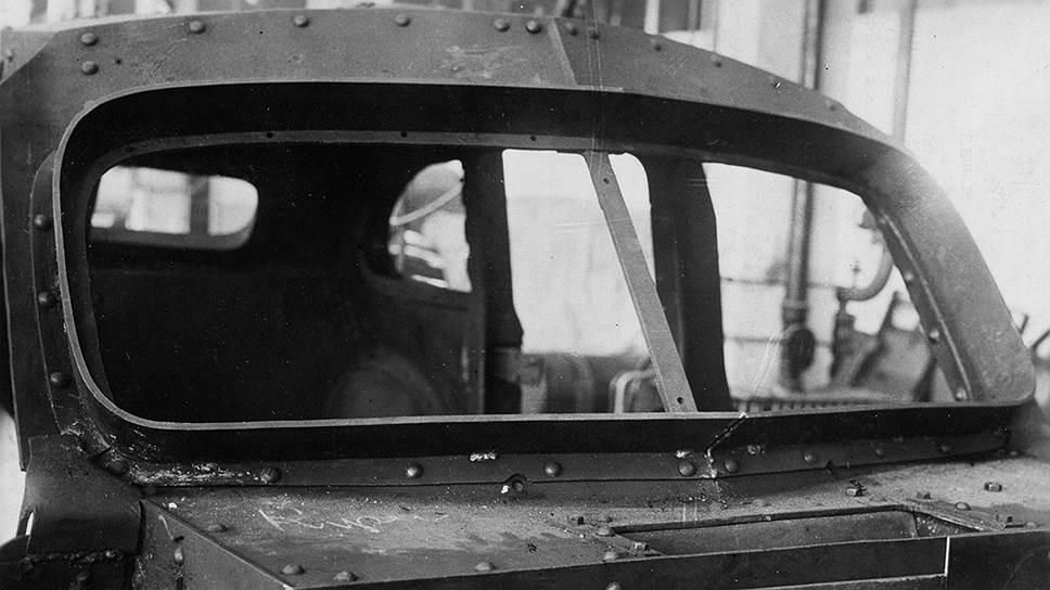 Бронекорпус ЗИС-110СО. Стыки и щели бронекорпуса перекрывались броневыми отражателями