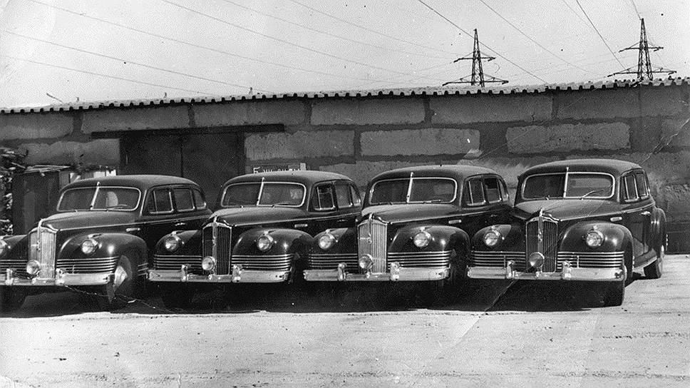 Вот так вот в 70-е годы хранились на заводе ставшие ненужными броневики. Точное число изготовленных машин неизвестно, но «самый старший» из сохранившихся ЗИС-115 имеет номер шасси 50. Нумерация шасси ЗИС-110С и ЗИС-110СО/ЗИС-115 велась отдельно