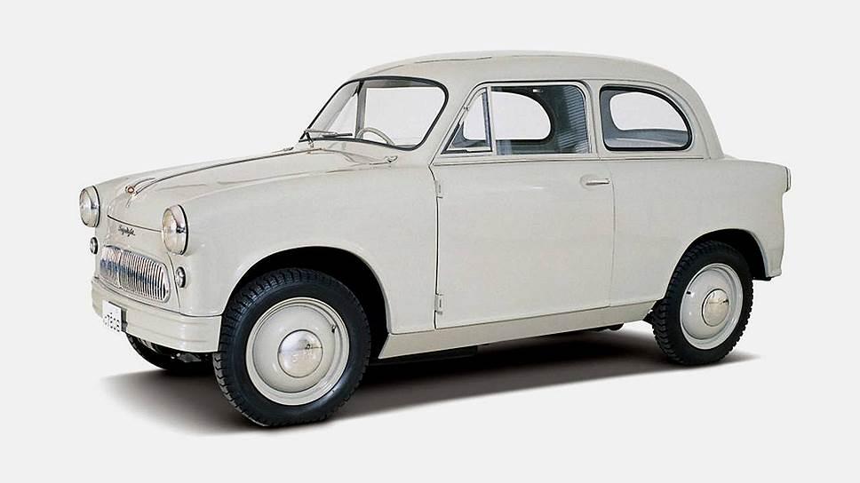 Первый автомобиль марки Suzuki появился в 1955 году и назывался Suzulight. Это была переднеприводная малолитражка компактных размеров с двухдверным кузовом и увеличенным дорожным просветом. Почти что Vitara за вычетом полного привода. Кстати, такой же бестселлер — модель Suzulight выпускалась до 1969 года.