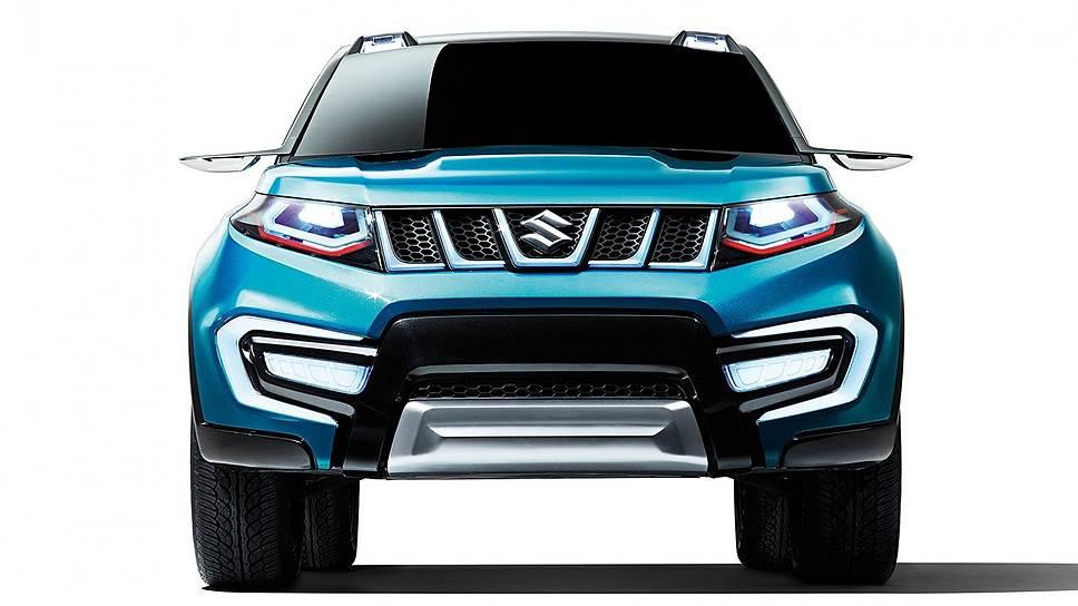 Концепт Suzuki iV-4, показанный в 2013 году, стал прототипом Vitara четвертого поколения. Характерная форма капота и декоративная решетка радиатора с пятью прорезями — фирменные черты внедорожников Suzuki. Для автомобиля специально разработали новый цвет — ярко-бирюзовый металлик, напоминающий оттенок неба.