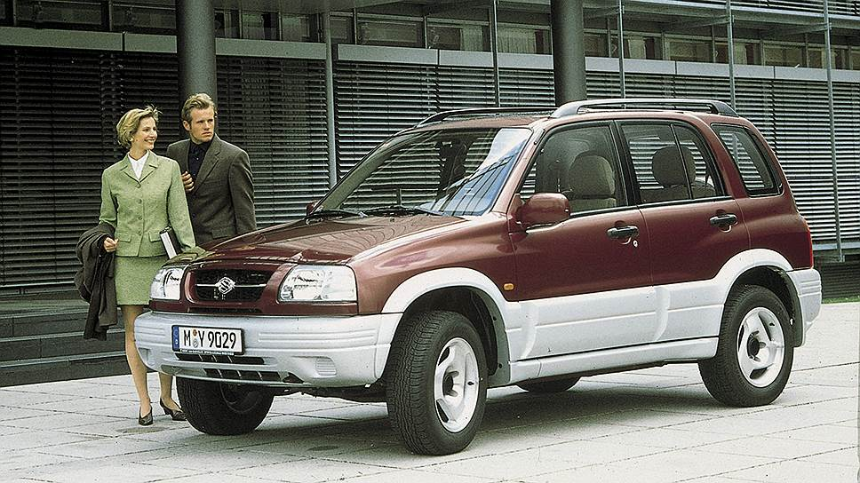 Модель Grand Vitara представляла собой заднеприводный рамный внедорожник с подключаемым передним приводом. На первом поколении устанавливалась система полного привода типа Part-Time с передней осью, подключаемой вручную по желанию водителя.