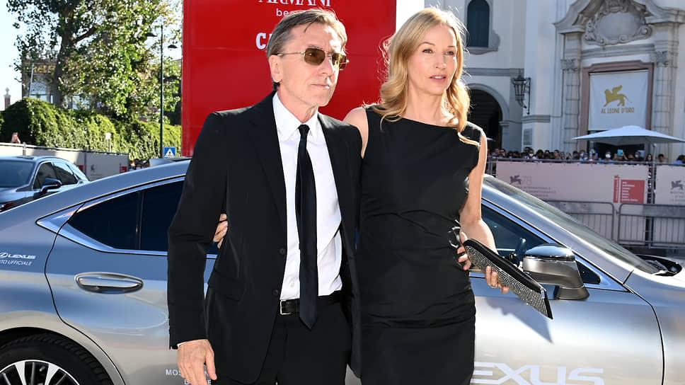 Актер Тим Рот с супругой, дизайнером Никки Батлер