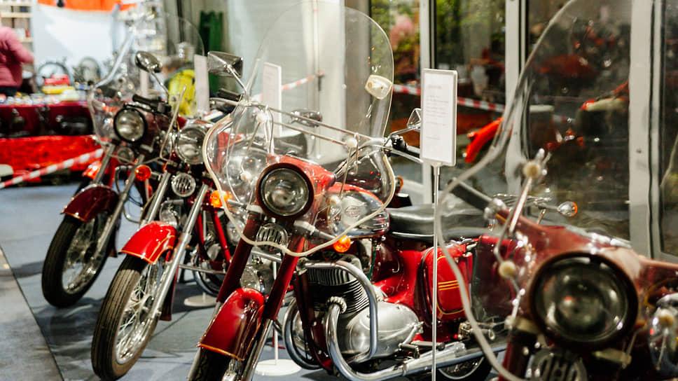В 1957 году был заключен государственный контракт на поставку мотоциклов Jawa в СССР, который действовал до 1993 года