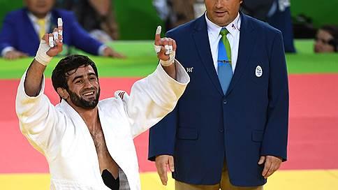 Беслан Мудранов начинает и выигрывает  / Дебютант Олимпийских игр первым из россиян завоевал золото в Рио