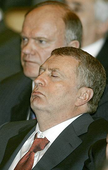 Заместитель председателя Госдумы Владимир Жириновский (справа) на торжественном заседании, посвященном 10-летию работы парламента, 2004 год