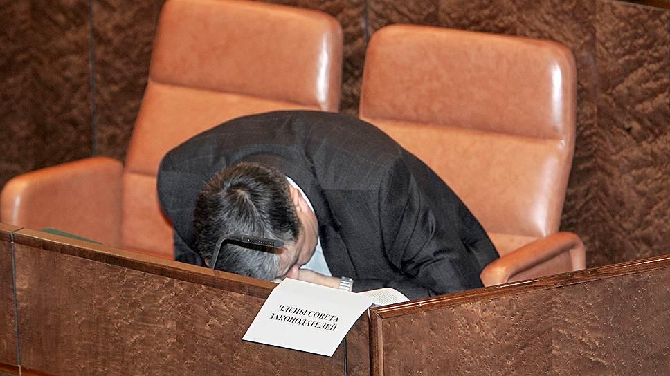 Участник заседания совета по взаимодействию Совета Федерации России с законодательными органами государственной власти субъектов России, 2005 год